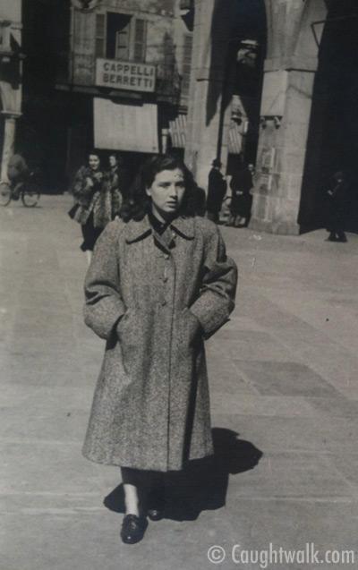 loose style old vintage photo fashion 1940