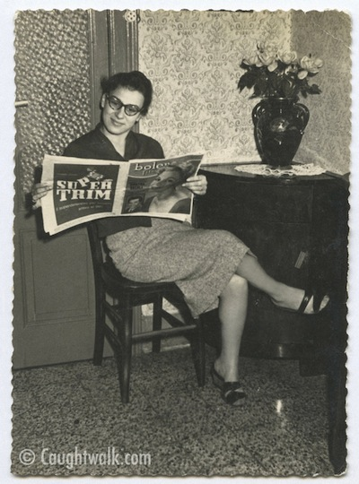 reading time old vintage photo fashion 1950
